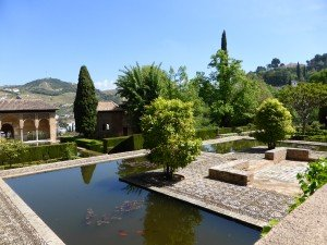 Le grand bassin du Partal. Un des plus ancien palais de l'Alhambra